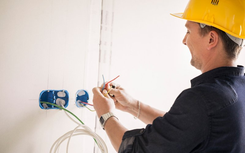 Domestic electrician Tuerong